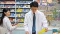 薬局 薬剤師 女性の動画 33806533