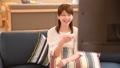 テレビで爆笑する女性 33901879