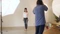 スタジオ撮影 カメラマン スタジオの動画 33910442