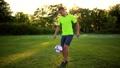 サッカー フットボール 蹴球の動画 34075491