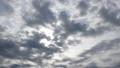 厚い雲から、輝く太陽 34207940