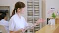 薬剤師 患者 受付の動画 34496120