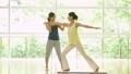 健身房中间妇女瑜伽锻炼图象 34640136