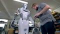 ロボット 人 修理の動画 34692814