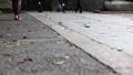 石畳を歩く観光客 34726477