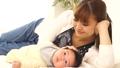 女人和寶寶一起睡覺 34816859