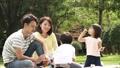 公園 人物 ファミリーの動画 34876305
