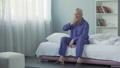 老年的 床 床鋪 34918794
