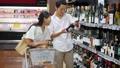 スーパー 買い物 夫婦の動画 34951595