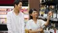 買い物 夫婦 スーパーマーケットの動画 34951596