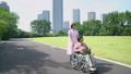 护理场景高级轮椅和助手走路 34971520