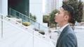 ビジネス 歩く ビジネスマンの動画 35115837
