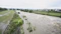 台風で増水した川 35238627
