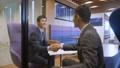 ビジネスマン 握手 交渉の動画 35419777
