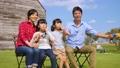 家族 親子 シャボン玉の動画 35441752