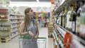 女性 ショッピング 選ぶの動画 35446219
