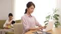 人物 女性 パソコンの動画 35534425