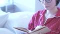 ベッド 布団 ベッドルームの動画 35577113