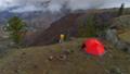 人 自然 テントの動画 35614278