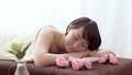 エステでリラックスする若い女性 35690310