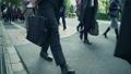 歩く サラリーマン ビジネスマンの動画 35714854