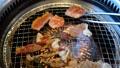焼肉 焼き肉 BBQ 網焼き カルビ 牛肉 ロース 焼く 肉 ビーフ beef トング 35727663