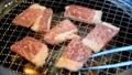焼肉 焼き肉 BBQ 網焼き カルビ 牛肉 ロース 焼く 肉 ビーフ beef トング 35727664