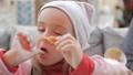 子供 女の子 女児の動画 36108015
