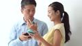 ชายและหญิงใช้สมาร์ทโฟน 36145487