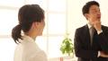 ビジネスマン ビジネスウーマン 会話の動画 36442872
