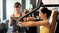 健身房肌肉训练中间女人训练图像 36605823