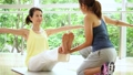 健身房中间妇女瑜伽锻炼图象 36653891