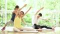 健身房夫妇结婚中间瑜伽锻炼图像 36653895