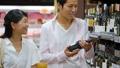 スーパー 買い物 夫婦の動画 36654783