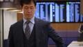 ビジネスマン 歩く スマホの動画 36778361