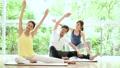 健身房夫妇结婚中间瑜伽锻炼图像 36779982