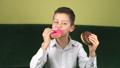 子 ドーナツ お菓子の動画 36796080