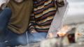 カップル 夫婦 毛布の動画 36796438