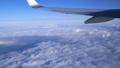 日本上空 雲の上の風景 空撮 飛行機の翼 36807602