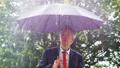雨 ビジネスマン 実業家の動画 36978404