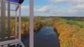 상승 할 전망 용 엘리베이터의 창문에서 바라 보는 단풍 숲의 경치 애니메이션 ._2 37014495