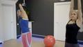 トレーニング ワークアウト 女性の動画 37038297