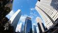 看超級廣角的東京新宿Timelapse摩天大樓流動在藍天的雲彩FIX 37110291