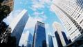 看超級廣角的東京新宿Timelapse摩天大樓流動在藍天的雲彩顏色分級 37110297