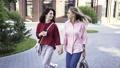 女性 ウォーキング 歩くの動画 37402063