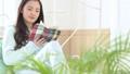 女性 パジャマ 読書の動画 37449119