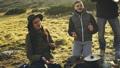 ハイキング 山歩き レジャーの動画 37635037