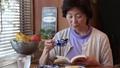 女性 中高年 中年の動画 37734817
