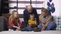 教授 玩具 祖父母の動画 37737597