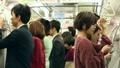 人物 電車 交通機関の動画 37751517